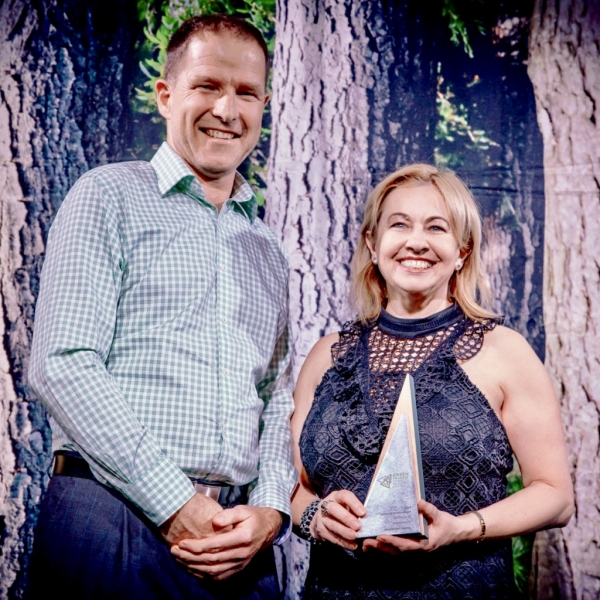 Photo credit: Kinship Productions - OneFortyOne Executive General Manager, Cameron MacDonald, presenting MechLog's CEO, Jillian Aylett Brown with the GTIIA 2019 Safety Excellence Award.